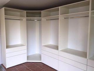 Piwko-Bespoke Fitted Furniture 臥室衣櫥與衣櫃 刨花板 White