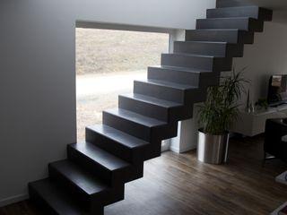 Bad, Treppe, Arbeitsplatte und Boden im Betonlook Farbpunkt Sobert & Ierardi GbR Moderner Flur, Diele & Treppenhaus