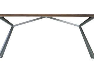 KT11 – Massivholztisch – Technik und Natur im Einklang Christian Kroepfl ArbeitszimmerSchreibtische