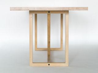 KT8 - Schlanke Fachwerkskonstruktion aus massivem Eichenholz oder Nussbaum klassisch und zeitlos Christian Kroepfl EsszimmerTische