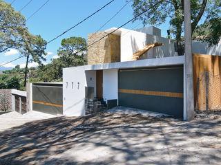 alexandro velázquez Casas de estilo moderno