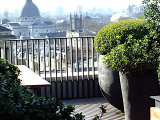 Knightsbridge Penthouse Garden, London Decorum . London Modern Garden Wood
