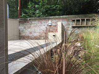 Organised Chaos, Garden design and landscaping, Tring, Hertfordshire Decorum . London Minimalist style garden Wood-Plastic Composite