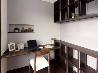 Live Sumai - アズ・コンストラクション - Modern style study/office Wood Brown