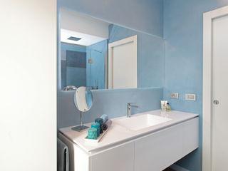 architetto roberta castelli Modern style bathrooms