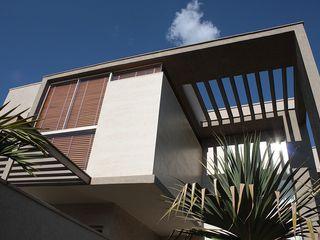 FAGM Arquitetos Modern balcony, veranda & terrace