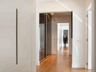 villa torlonia style SERENA ROMANO' ARCHITETTO Ingresso, Corridoio & Scale in stile moderno