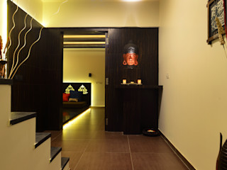 RUST the design studio Коридор, прихожая и лестница в модерн стиле Дерево Коричневый