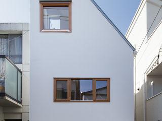 アトリエ スピノザ Modern houses White