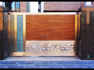 RAVI - NUPUR ARCHITECTS Puertas y ventanas de estilo moderno Madera Marrón
