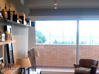Proyecto iluminación interior: un piso en Barcelona OutSide Tech Light Salones de estilo moderno