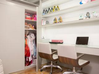 Karla Silva Designer de Interiores Ruang Studi/Kantor Modern Beige