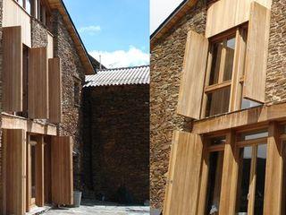 HABITATGE EN MONTFERRER (L'ALBET) López Clavería Arquitectos Casas de estilo rural Piedra Acabado en madera