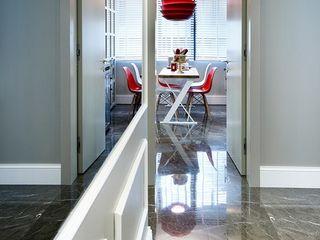 CE HOUSE Esra Kazmirci Mimarlik Modern corridor, hallway & stairs