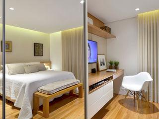 Stúdio Márcio Verza Modern style bedroom Wood Beige