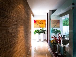 aaestudio Pasillos, vestíbulos y escaleras modernos
