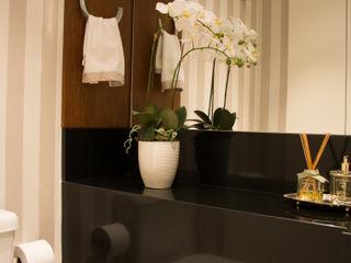 Stúdio Márcio Verza Classic style bathroom Granite Black