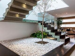 Escalera 2 aaestudio Pasillos, vestíbulos y escaleras modernos