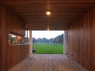 De Zwarte Hond Country style corridor, hallway& stairs Wood