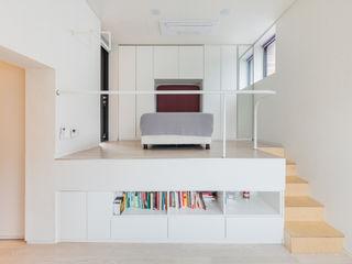 aandd architecture and design lab. Modern corridor, hallway & stairs
