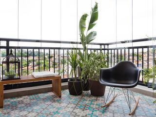 INÁ Arquitetura Balkon, Beranda & Teras Gaya Skandinavia