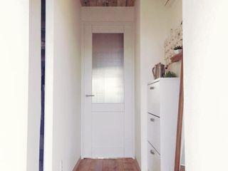 お一人様の贅沢 高嶋設計事務所/恵星建設株式会社 北欧スタイルの 玄関&廊下&階段 白色