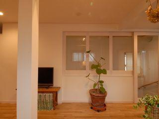 株式会社TERRAデザイン Living room Wood White