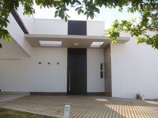 JERAU Projetos Sustentáveis Casas de estilo moderno Aluminio/Cinc Acabado en madera