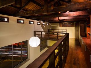 Remodelación y Ampliación en Teusaquillo, Bogotá SDHR Arquitectura Habitaciones modernas Hierro/Acero Marrón