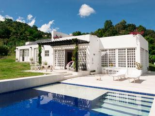 Casa Residencial SDHR Arquitectura Piscinas de estilo moderno Cerámico Azul