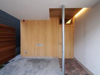 アトリエ スピノザ Scandinavian corridor, hallway & stairs