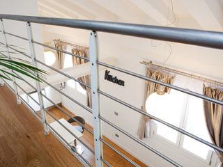 senzanumerocivico Modern Corridor, Hallway and Staircase
