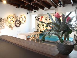 Fabiana Rosello Arquitetura e Interiores Oficinas y comercios de estilo moderno