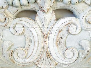 Ancient coronations in bright colors Maisondora Vintage Living SlaapkamerBedden en hoofdeinden Hout Wit