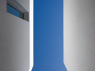 MOM - Atelier de Arquitectura e Design, Lda Casas modernas