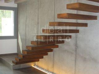 Acciaio corten Ideal Ferro snc Ingresso, Corridoio & Scale in stile eclettico Metallo Marrone