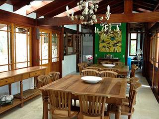 MADUEÑO ARQUITETURA & ENGENHARIA Sala da pranzo in stile rustico