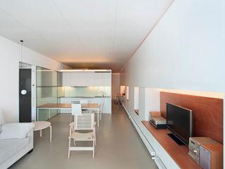 Vivienda semiprefabricada en el Eixample (Barcelona) Estudi Agustí Costa Cocinas de estilo moderno