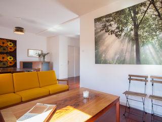 PISO EN EL BORN ABCDEstudio Salones de estilo mediterráneo Madera Acabado en madera