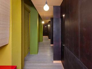 Consultorios de Món Homeocèutic en Berga (BCN) Estudi Agustí Costa Espacios comerciales de estilo moderno