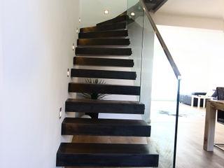 lifestyle-treppen.de Modern corridor, hallway & stairs Concrete
