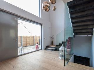 BESPOKE GmbH // Interior Design & Production 現代風玄關、走廊與階梯
