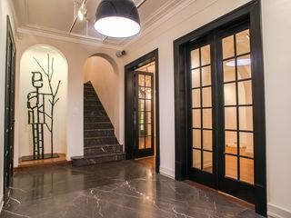 TW/A Architectural Group Nowoczesny korytarz, przedpokój i schody