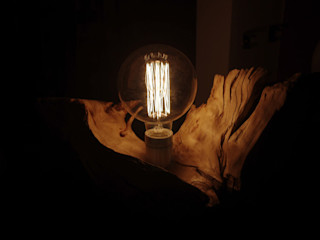 Lampada su radica Dilegno InLegno Ingresso, Corridoio & ScaleIlluminazione Legno Effetto legno