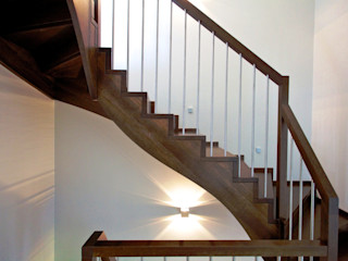 lifestyle-treppen.de Classic style corridor, hallway and stairs Wood