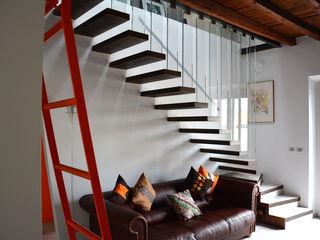 Recuperare o Rimodernare? enzoferrara architetti Ingresso, Corridoio & Scale in stile moderno