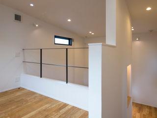 Sakurayama-Architect-Design Nowoczesny pokój multimedialny