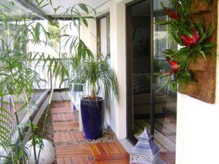 MC3 Arquitetura . Paisagismo . Interiores Modern balcony, veranda & terrace
