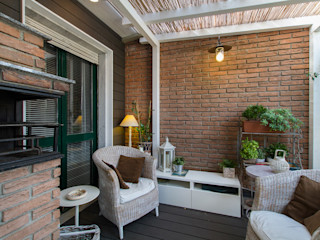 Fabio Carria Rustic style balcony, veranda & terrace Bricks Wood effect