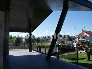 Columnas de chalet en microcemento Pavinor Casas de estilo moderno Hormigón Marrón